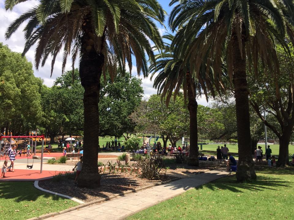 Churrasqueiras, parquinho, piscina e natureza - Petersham Park