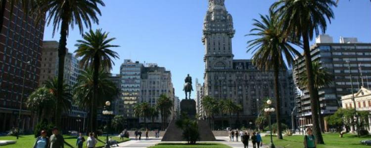 o-que-fazer-em-montevideo-Plaza-Independencia