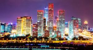 Pequim durante a noite. Um dos principais destinos de quem quer morar na China