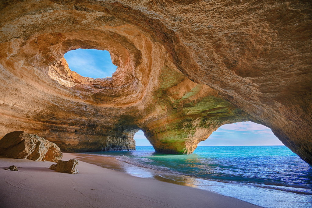 Praia no Algarve, considerado o melhor lugar para se aposentar em Portugal