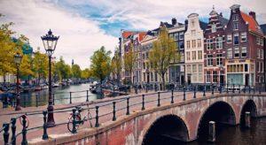 Amsterdam, uma das opções para estudar na Holanda