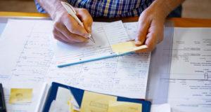 Devo declarar Imposto de Renda morando no exterior?