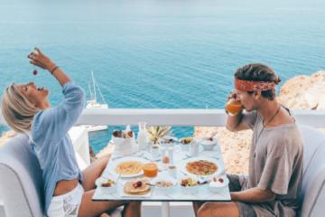 Casal viajante ganha mais de R$28 mil para postar uma foto no Instagram