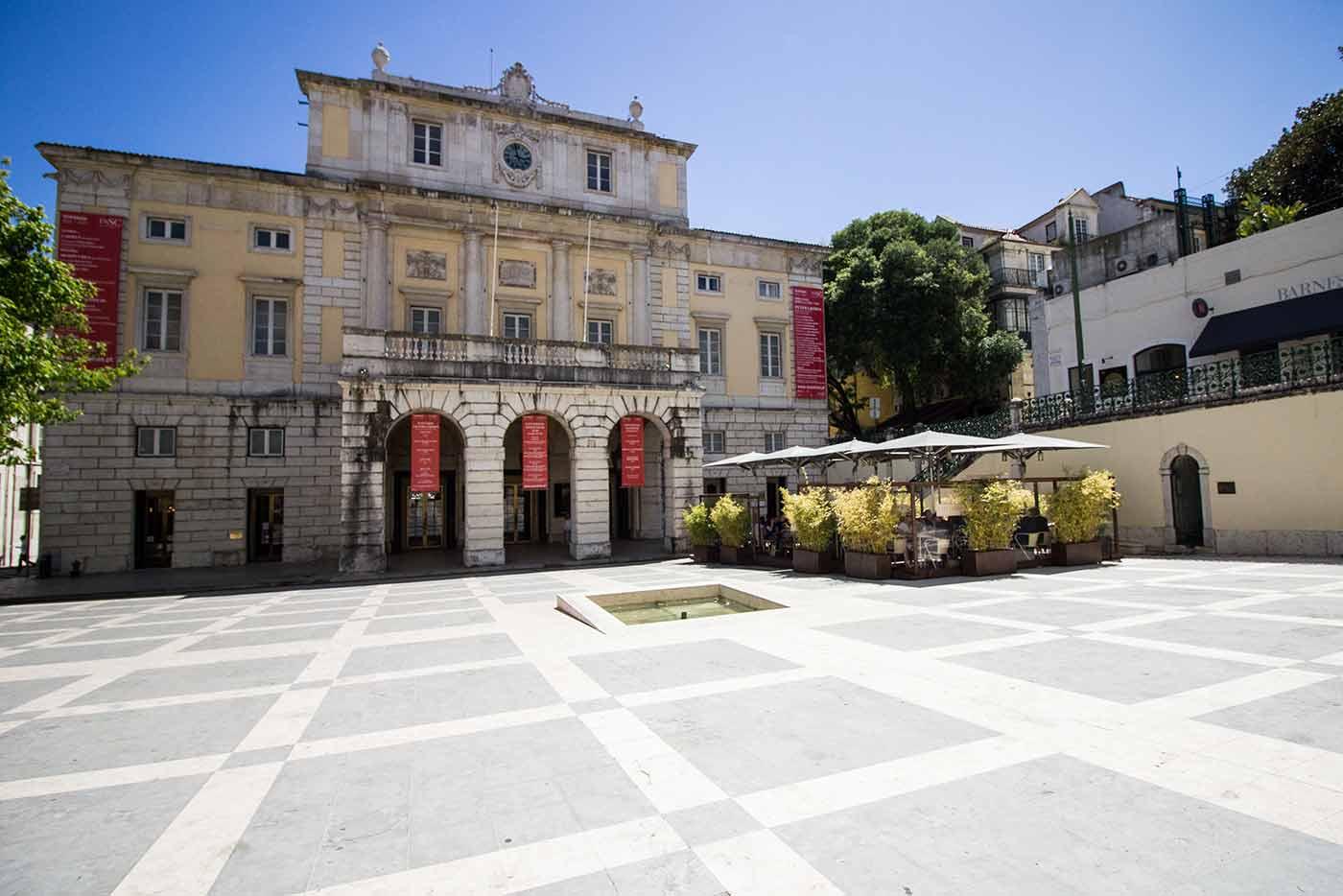 Largo de São Carlos, Café Lisboa