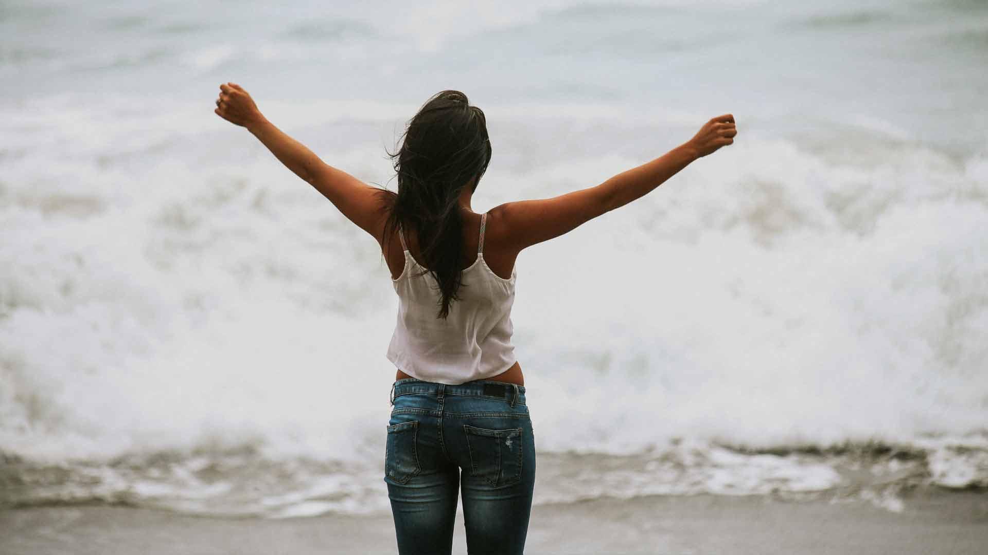 se sentindo livre por viajar sozinha