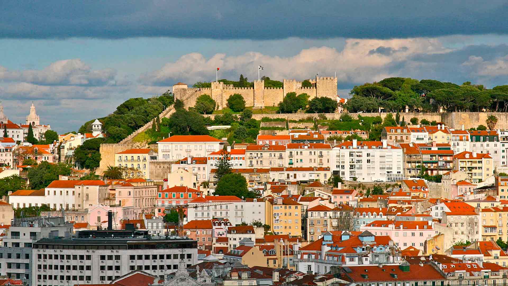 O Castelo de São Jorge é um dos locais a se visitar na hora de decidir o que fazer em Lisboa