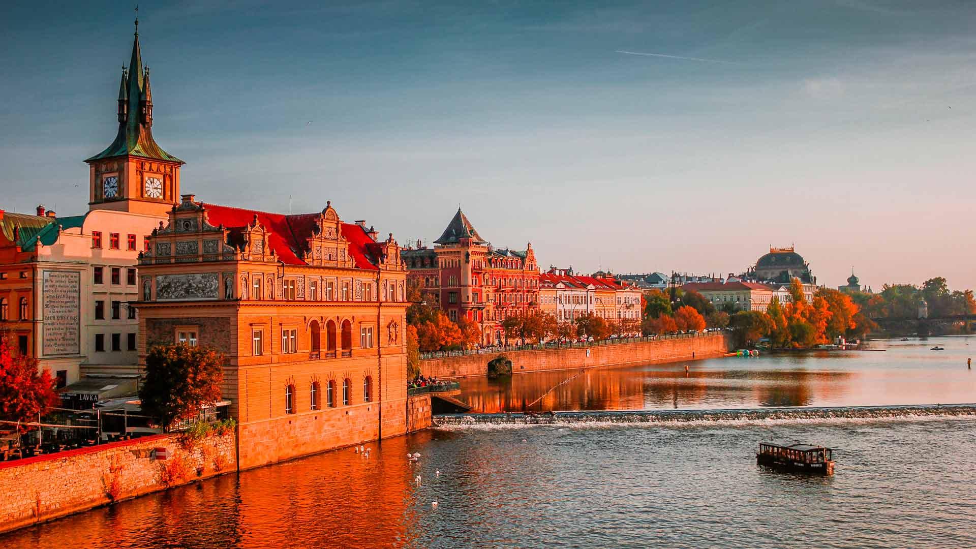 Pôr-do-sol em Praga, capital da República Tcheca